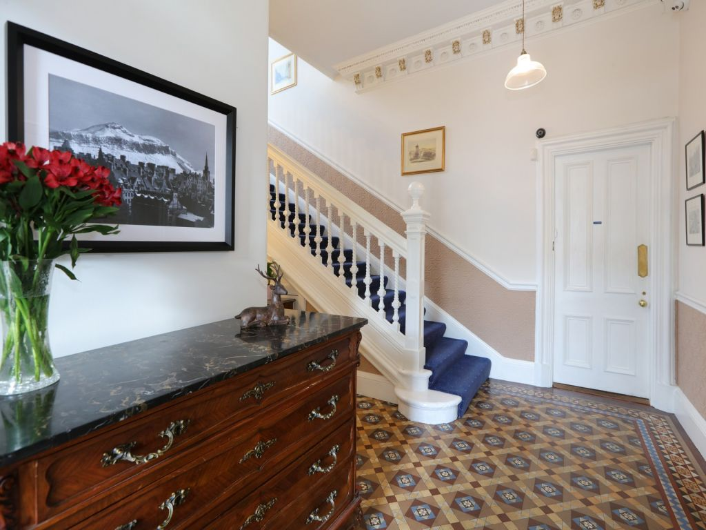 Edinburgh Bed And Breakfast Guest House Hotel With Free Parking Wifi